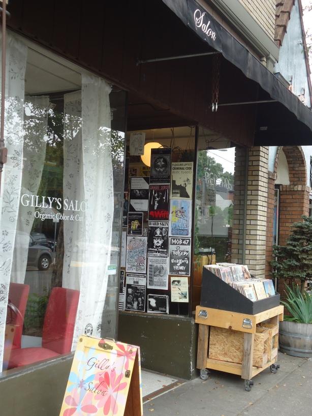 Gillys Salon